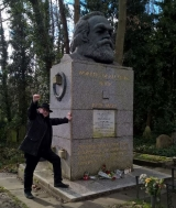The author visits Karl Marx's grave