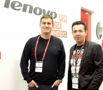 Michael Wallis-Brown (left), Guvera - CEO Asia, and César Ruiz (right), Director Business Development Worldwide, Lenovo Business Group, at the signing of the worldwide music partner agreement at Mobile World Congress 2014.