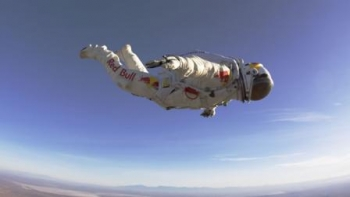 Fearless Felix cancels 23-mile skydive for October 10, 2012