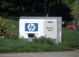 HP takes a hit in services business