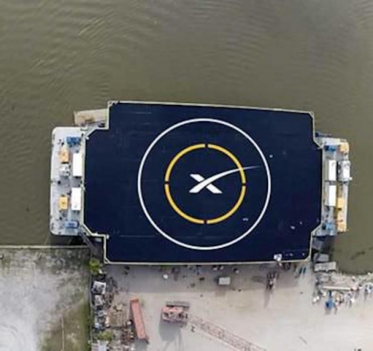 SpaceX will land its Falcon 9 on a floating launch pad.