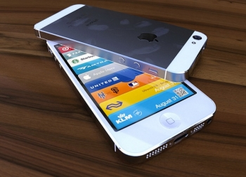 Photoflop iOS 6 – the fake white iPhone 5 that's foolin' no-one