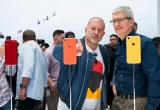 Jony Ive (L) and Tim Cook