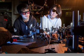 Shan Liu and Yan Sheng from the ANU Research School of Physics and Engineering test nanocrystals in the lab.