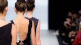 US fashion products consumers shift online, bricks & mortar stores feel the pinch