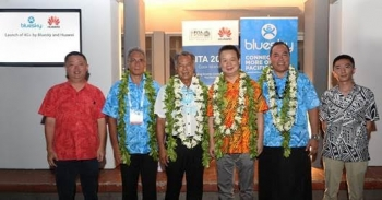 Dennis Hou - CEO of Huawei Pacific Islands, Phillip Henderson – Country Manager of Bluesky Cook Islands, Henry Puna – Prime Minister of Cook Islands, David Wei – President of Huawei Southern Pacific, Toleafoa Douglas Creevey – CEO of Bluesky Group, and Jack Xu – CEO of Huawei Fiji